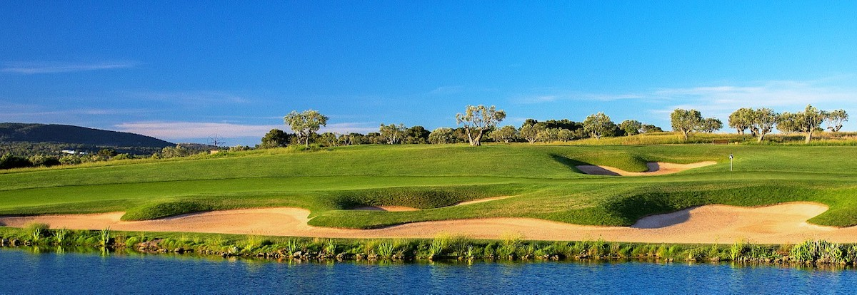 The 17th hole at Son Gual features contoured bunkers around the green