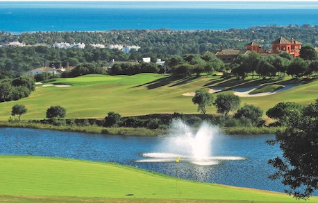 Lake with fountain and view to the Mediterranean at La Cañada Golf