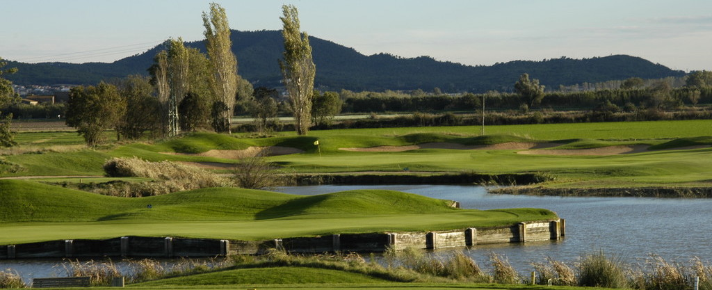 Water hole at Emporda Golf