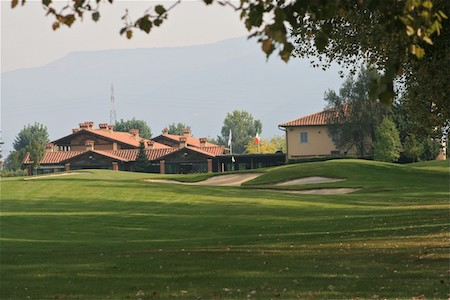 Clubhouse at Le Pavionere Golf in Tuscany