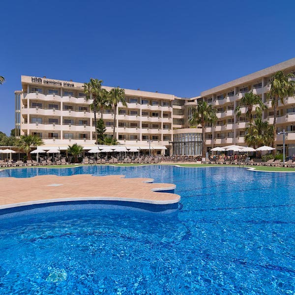 Pool view of H10 Cambrils Playa Hotel