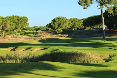 Green on Pinhal Course guarded by Fescue