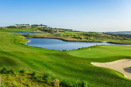 Water hole on Royal Obidos Golf